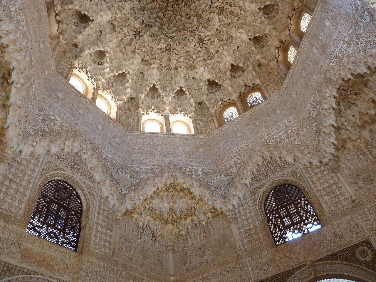 Les muqarnas ou mocarabes et l'architecture islamique (Alhambra)