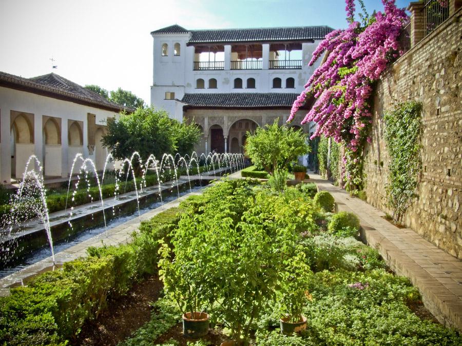 grenade andalousie lalhambra dite la rouge les magnifiques jardins du - Jardin De L Alhambra