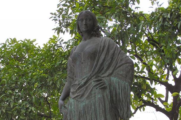 statue-carmen-seville