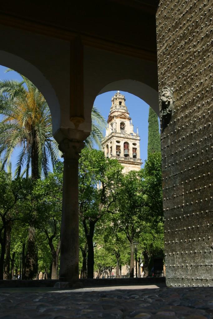 La mosquée de Cordoue vue du patio Naranjo